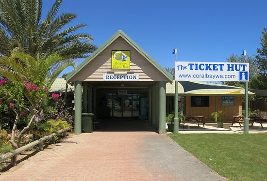 Coral Bay, Australie : Our tickethut is located next to Bayview reception