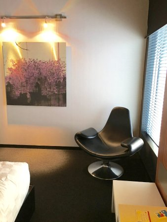 Enfield, Kanada: funky & comfy chair in the corner of the room