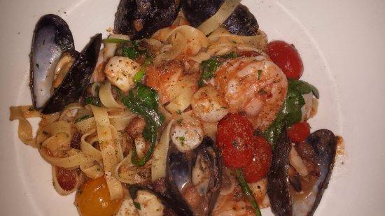 Trattoria Azzurra: Seafood with pasta