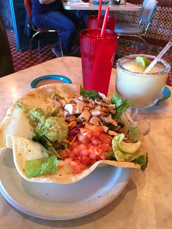 Selma, Τέξας: Taco salad, margarita and ice water