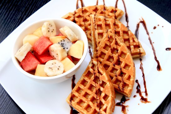 Poipet, Kamboja: Waffles and Fruit