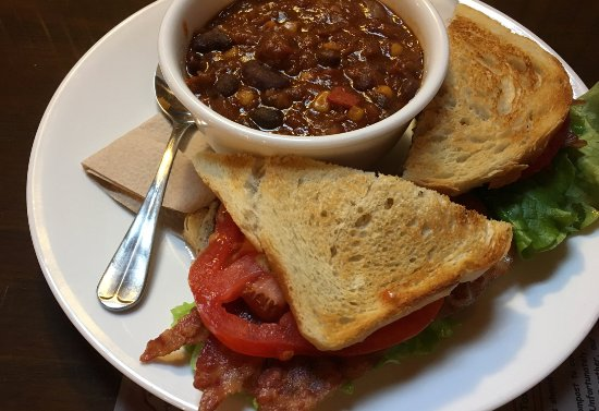 Cranberry's Grocery & Eatery: Soup and sandwich