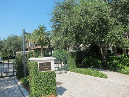 The Cloister at Sea Island: Entrance to The Cloister Beach Club Suites