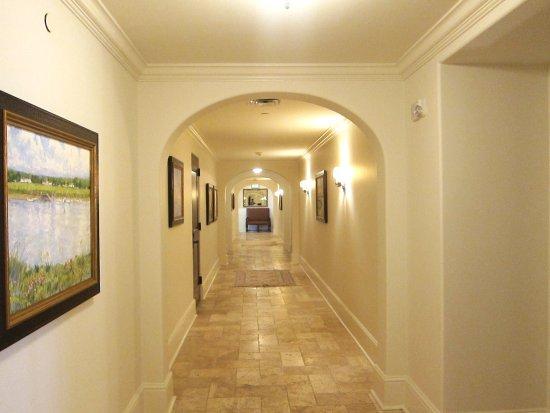 The Cloister at Sea Island: The Cloister Beach Club Suites hallway