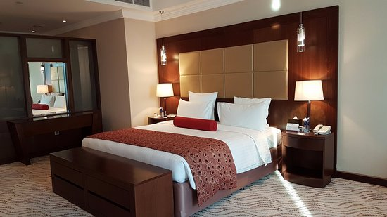 Park Regis Kris Kin Hotel: Free upgraded to suite room
