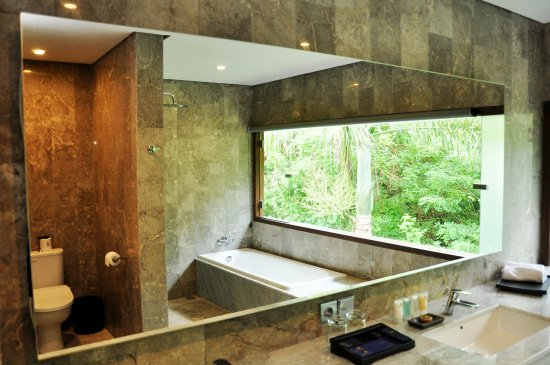 Blue Point Bay Villas & Spa: bath room of Deluxe Suite room