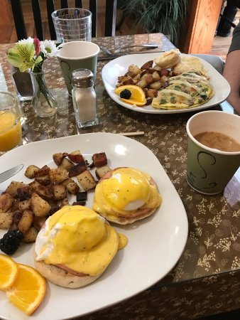 Glen, NH : Breakfast! Eggs Benny & Vegi Omlete