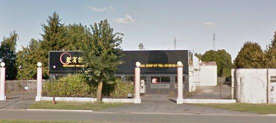 Moissy-Cramayel, Frankrike: Grilles fermées, végétation qui reprend ses droits, établissement fermé définitivement.