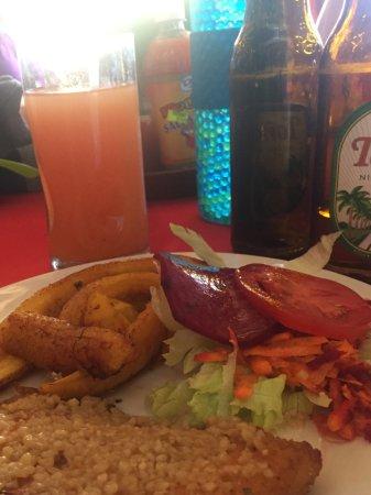 Moyogalpa, Nicaragua : Garlic fish fillet with platanos maduros
