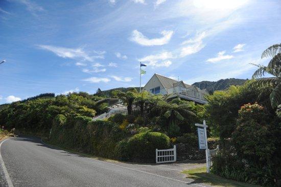 Anakiwa, New Zealand: Exterior from the road