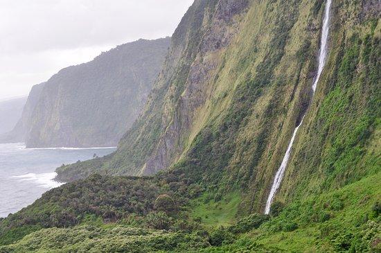 Waikoloa, HI: A waterfall