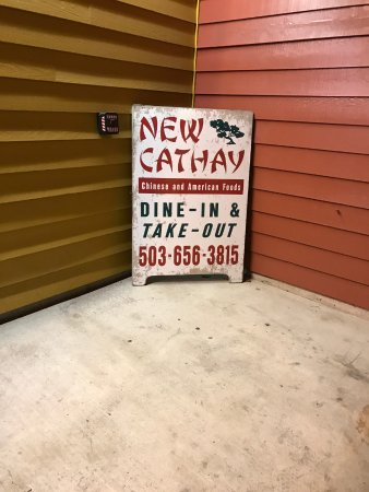 New Cathay Restaurant: Sign outside
