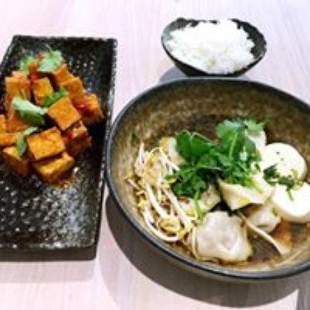 Prahran, Avustralya: Crispy Tofu and wonton tofu bowl
