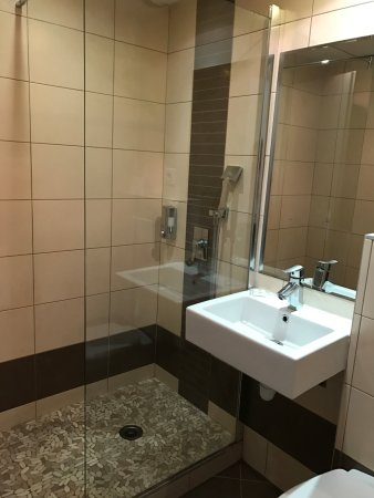 Salle de bain/ Douche a l\'italienne - Bild von Halt Hotel ...