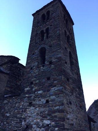 Canillo, Andorra: Канилло. Недалеко от церкви.