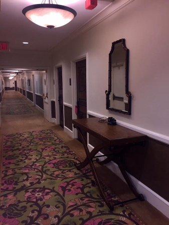 The Royal Hawaiian, a Luxury Collection Resort: Hallway on 3rd floor