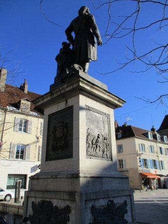 Lons-le-Saunier, فرنسا: Monument au Général Lecourbe