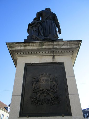 Lons-le-Saunier, France : Monument au Général Lecourbe