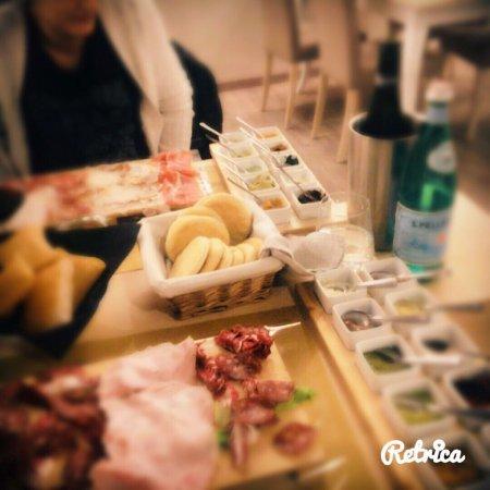 Cadoneghe, Italy: Ambiente molto piacevole r delicato,ottima presentazione dei piatti e di qualità i prodotti. Ott