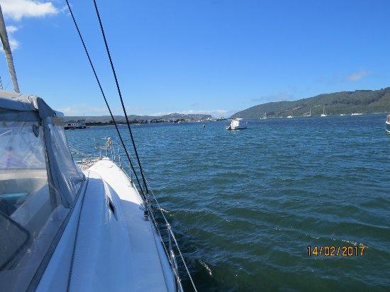 Heads Explorer Catamaran Day Cruises: Fahrt Richtung Knysna Heads