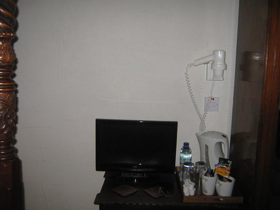 The Jolly Sailor Inn: tv in room