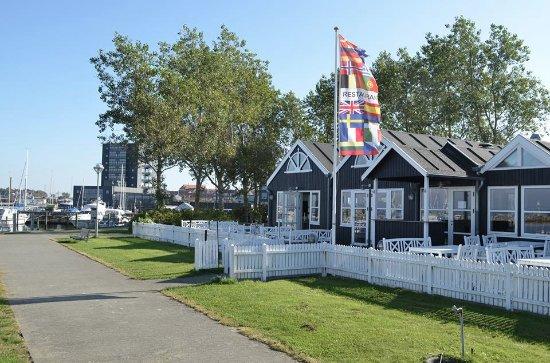 Struer, Denmark: Med udsigt til lystbådehavnen fra terrassen.