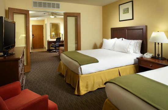 Holiday Inn Express Hotel and Suites Scottsdale - Old Town: Double Queen Suite Bedroom Area
