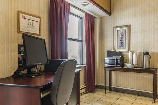 Quality Suites Quebec City: Computer
