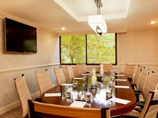 Woodcliff Lake, NJ: Executive Boardroom