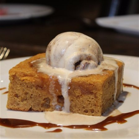 Easingwold, UK: Spiced Pineapple Upside Down Cake & Gingerbread Ice Cream