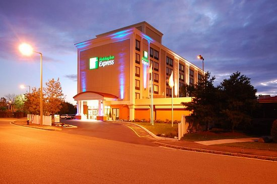 Holiday Inn Express Boston: Holiday Inn Express Exterior at NIght