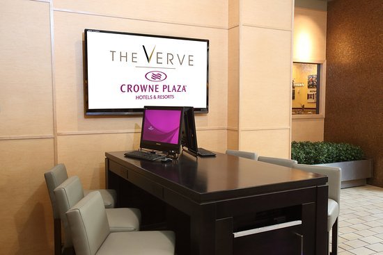 Natick, MA : 24-Hour Business Area located in the Lobby