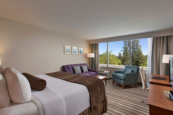 Lake Oswego, OR: Beautiful newly renovated guest room with a spacious king bed