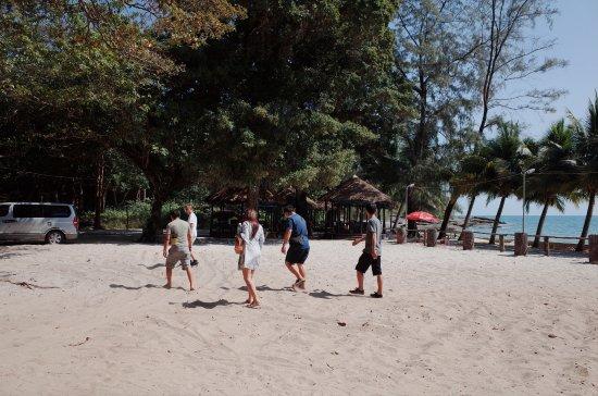 Treasure Island Seafood 餐廳的停車場就是沙灘 這裡的沙子很細緻