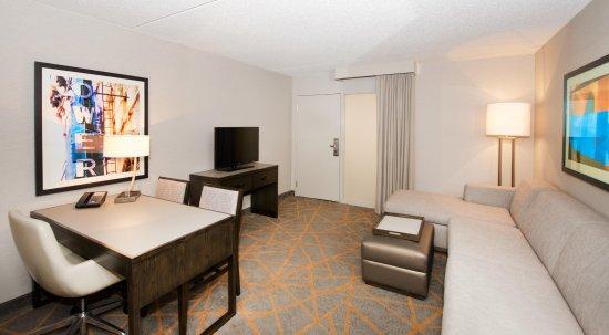 Blue Ash, Οχάιο: Suite Living room Sleeper Sofa
