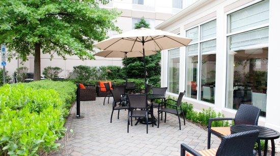 Secaucus, NJ: Outside Seating Area