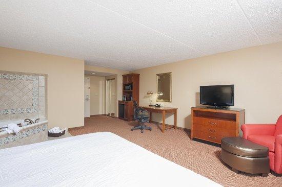 West Lafayette, IN: Whirlpool guest room