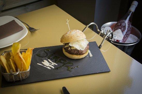 Sinapi Restaurante: Combinación perfecta, Hamburguesa Ox & Green y Vino Sandara.