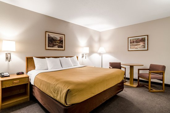 Ainsworth, NE: Guest room
