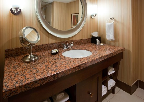 Wauwatosa, WI: Guest Bathroom- Crowne Plaza Milwaukee West
