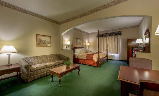 Merry Acres Inn: King Suite