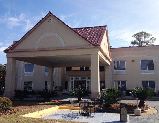 Merry Acres Inn: Inn Exterior