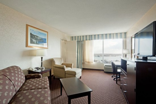 Holiday Inn Portland By The Bay: Executive guest rooms are ideal for families