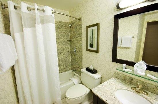 Dedham, MA: Guest Bathroom
