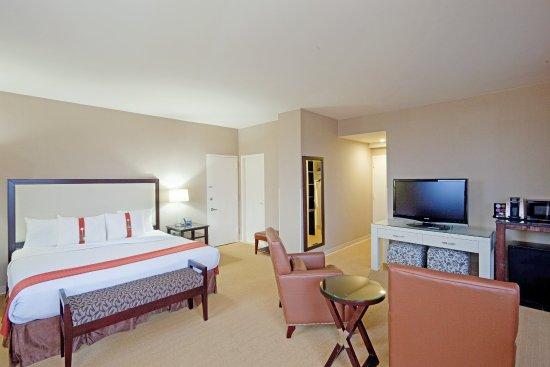 Dedham, MA: Suite