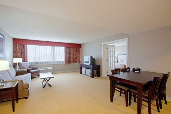 Marlborough, MA: Suite View of the Dinette