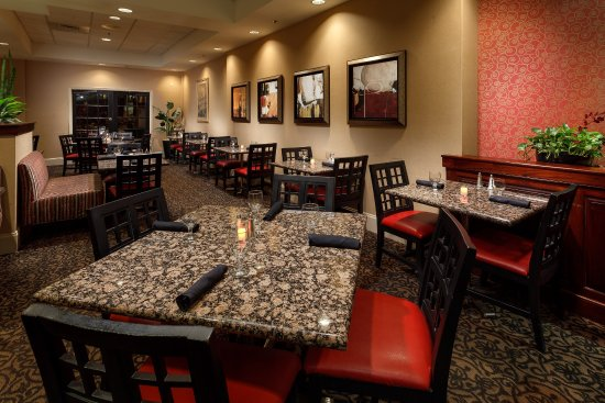 Cary, NC: Why leave the hotel to dine when you can enjoy a choice of entrees