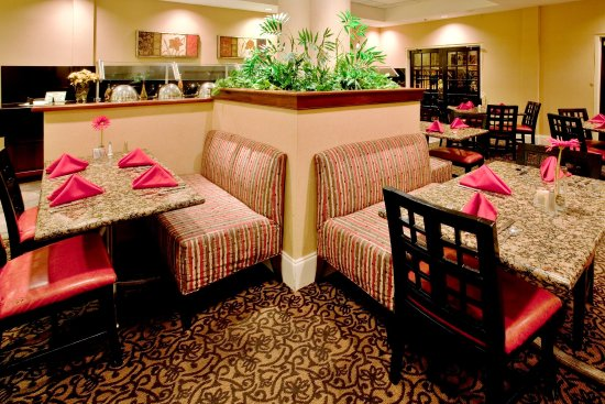 Cary, NC: Dine in or order Room Service with a touch of Southern Hospitality