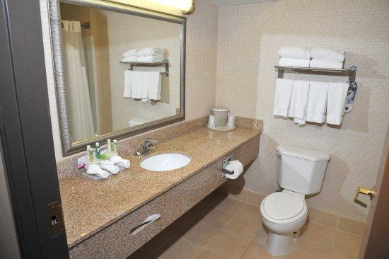 Ashland, OH: Guest Bathroom