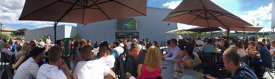 Chazay-d'Azergues, France: Match de foot autour d'un verre